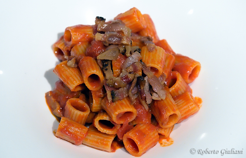 Mezze maniche all'Amatriciana